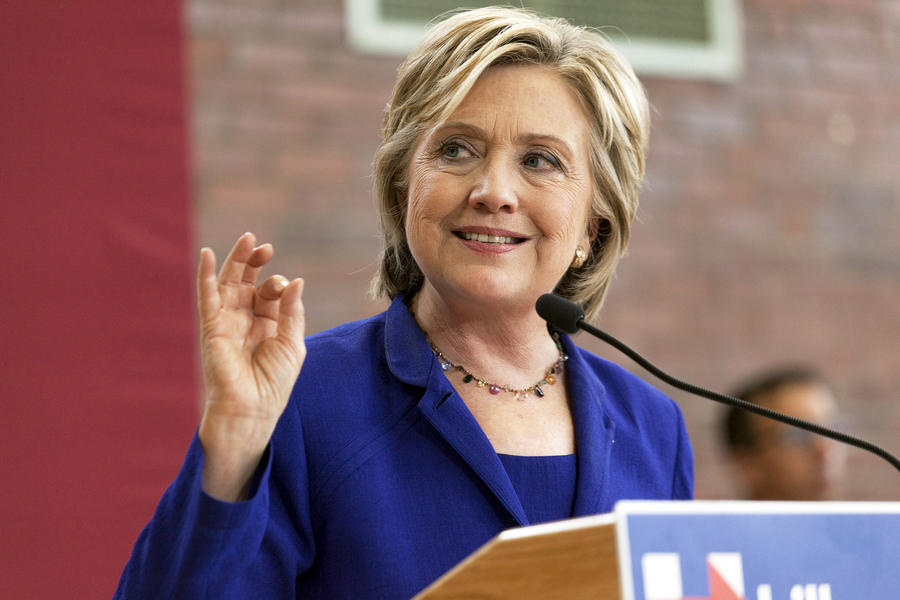 22 Sep 2015, Des Moines, Iowa, USA --- REFILE - CORRECTING POLITICAL AFFILIATIONU.S. Democratic presidential candidate Hillary Clinton speaks in the gymnasium of Moulton Elementary School in Des Moines, Iowa, September 22, 2015. REUTERS/Brian C. Frank --- Image by © BRIAN FRANK/Reuters/Corbis